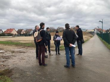 Visite de terrain pour la préparation des deux chantiers : le baptisent du périscolaire et l'accès + parvis.